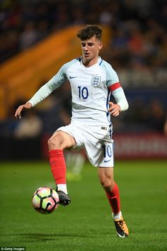 Chelsea's Mason Mount was also on target for England as they move a step closer to the finals Chelsea Fc Players, Chelsea Fans, Chelsea Football, Football Boys, Football Match, Football Players, Soccer World, Play Soccer, England National Team