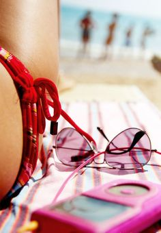Beach fashion battles you can win this summer. many kinds of high quality and inexpensive Ray-Ban sunglasses.more info...