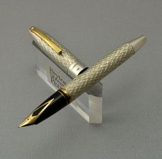 $350.00 SHEAFFER CLASSIC PENS CP4 LIMITED EDITION WASHINGTON FOUNTAIN PEN - 18K MEDIUM NIB Sheaffer Fountain Pen, Calligraphy Ink, Pen Collection, Pen Design, Pencil And Paper, Writing Pens, Fountain Pen Ink, Rollerball Pen, Writing Instruments