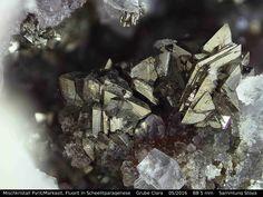 Mischkristall Pyrit/ Markasit, Fluorit in Scheelitparagenese  :   Clara Mine,Rankach valley, Oberwolfach, Wolfach, Black Forest, Baden-Würtemberg, Germany Copyright © H. Stoya