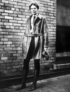 Amelia Earhart & Leather Coat ~ tomboy flying chic ~ with fabulous boots! I Look To You, Female Pilot, Tomboy Chic, Tomboy Style, Wax Museum, Aviator Jackets, Amelie, Androgynous, American History