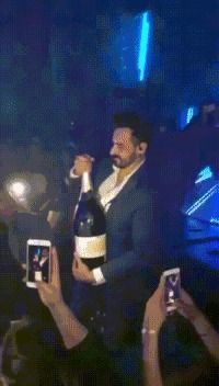 Video My friend, open the bottle please! Kiss Cam, Best Fails, Fail Video, Playboy Playmates, Awkward Moments, Funny Fails, Animated Gif, Hilarious, Animation