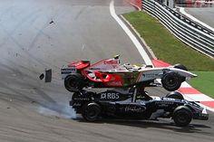 Giancarlo Fisichella (ITA) Force India F1 VJM01 and Kazuki Nakajima (JPN) Williams FW30 crash at the start of the race.  Formula One World Championship, Rd 5, Turkish Grand Prix, Race, Istanbul Park, Turkey, Sunday, 11 May 2008