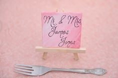 Art themed mini canvas place card | Anna Gleave Photography | see more on: http://burnettsboards.com/2014/05/pink-ombre-wedding-whimsical-details/
