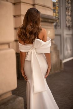 Unique bridal couture MillaNova calls your attention to new luxurious dress collection. Вeautiful wedding gowns created for your happiness! Elegant Wedding Gowns, Dream Wedding Dresses, Bridal Dresses, Gown Wedding, Satin Mermaid Wedding Dress, Elegant Gown, Wedding White, The Dress, Dream Dress