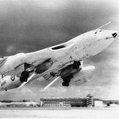 Handley Page Victor B Mk I with Rocket Assisted Take-Off Gear (RATOG), circa I served my apprenticeship on this beautiful aircraft Handley Page Victor, Navy Aircraft, Ww2 Aircraft, Military Jets, Military Aircraft, Vickers Valiant, V Force, War Jet, Jets