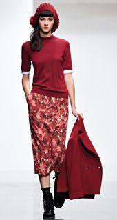 TWIN-SET Simona Barbieri :: Look Book :: MAIN COLLECTION Skirt Fashion, Fashion Outfits, Womens Fashion, Fashion 2016, Printed Skirts, Editorial Fashion, Beachwear, Ready To Wear, Glamour