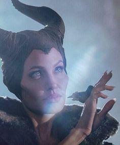 Angelina Jolie in Maleficent, Angelina Jolie Maleficent, Maleficent 2014, Maleficent Costume, Disney Villains, Disney Pixar, Disney Characters, Film Review, Les Miserables, Fantastic Beasts