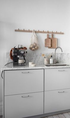 Cozy white home - Kitchen - Kitchen Time, Kitchen Living, Kitchen Design, Kitchen Decor, Skandi Kitchen, Minimalist Kitchen, White Houses, Interior Design Living Room, Home And Living