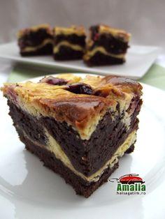 Negresa cu fructe de padure si branza Baking Recipes, Cake Recipes, Romanian Desserts, No Cook Desserts, Food Cakes, Sweet Memories, Sweet Treats, Cheesecake, Sweets