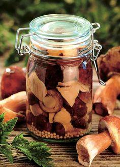 Nakládané houby Street Food, Pickles, Cucumber, Mason Jars, Vegan Recipes, Canning, Tableware, Thailand, Foods