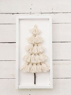 Christmas Projects, Yarn Crafts, Holiday Crafts, Holiday Fun, Diy Crafts, Diy Yarn Decor, Creative Crafts, Festive, Rustic Christmas