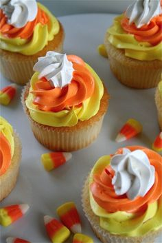 "I despise candy corn, but these are really cute. ""Candy Corn Cupcakes for Halloween. Hallowen Food, Halloween Desserts, Halloween Treats, Spooky Halloween, Halloween Party, Halloween Cupcakes Decoration, Halloween Cupcakes Easy, Cupcake Decorations, Homemade Halloween"