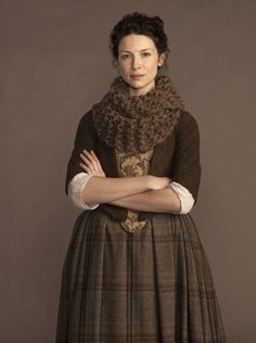 I need to make this cowl.  Easy breezy!  And since it's so cold here, I'll wear it a lot after Halloween too!