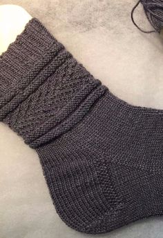 Knitting Designs, Knitting Patterns, Crochet Patterns, Free Crochet, Knit Crochet, Crochet Hats, Loom Knitting, Knitting Socks, Knitted Blankets