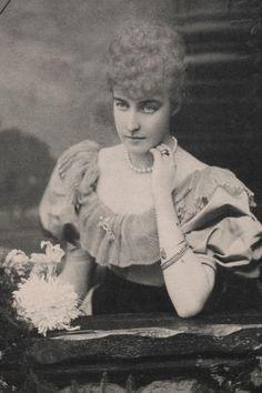 Princess Helene d´Orleans, later Duchess di Aosta. Early 1890s.
