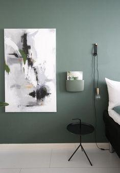 ColorNow2017-hazy-olohuone-seinä-nefriitti-riikka-kantinkos Room Ideas Bedroom, Home Bedroom, Bedroom Wall, Bedroom Decor, Mint Green Rooms, Guest Room Office, Studio Room, Natural Home Decor, Home Decor Inspiration
