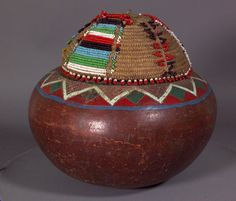 lidded vessel, beer pot with beaded lid, Zulu, South Africa
