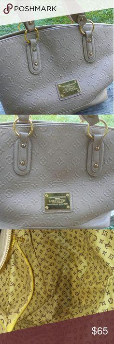 Purse Lovely shoulder bag light cleaning needed no visible damage Bags Shoulder Bags