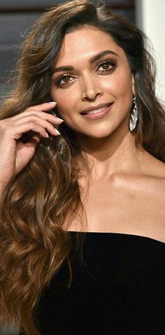 Here's what Deepika Padukone wore for the Vanity Fair Oscar after party! - Deepika Padukone looks STUNNING but we've seen this outfit on her before - view HQ pics Deepika Padukone Makeup, Deepika Ranveer, Bollywood Celebrities, Bollywood Actress, Movies Bollywood, Bollywood Style, Indian Bollywood, Bollywood Fashion, Indian Film Actress