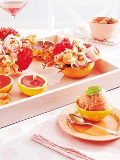 Zartes Rosé, saftiges Apricot, sattes Korallenrot und strahlendes Pink: Die komplette Rotpalette taucht Ihre Tafel in die Stimmung eines Sonnenuntergangs.