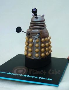 This cake looks... Dalektable.