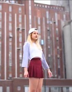 Sa va trop bien avec la casquette Skater Skirt, Photos, Stars, Youtube, Outfits, Fashion, Beautiful Clothes, Cap, Beauty