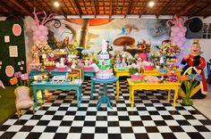 Festa mistura 'Ever After High' e 'Alice no País das Maravilhas'