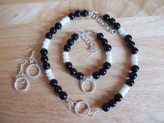 Black agate and white quartzite set £15.00