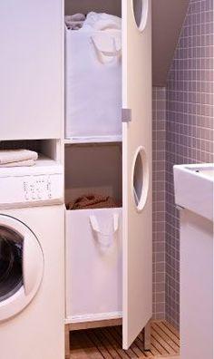 Nahaufnahme von LILLÅNGEN Wäscheschrank in Weiß mit geöffneter Tür