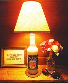 Luminária com garrafa de Delirium.