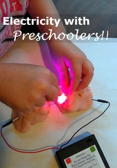 Electricity With Preschoolers & Squishy Circuits Science Experiment science Strom mit Vorschulkinder Stem Science, Preschool Science, Preschool Lessons, Science Experiments Kids, Teaching Science, Science For Kids, Science Projects, Preschool Readiness, Kid Projects