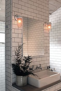light subway tile with dark grouting, perfect for my NYC themed basement!!!!