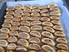 Για τα 7α γενέθλια του blog σας κερνάω υπέροχα νοστιμότατα παξιμαδάκια για όλες τις ώρες! Σοκολατένια και τραγανά!  Υλικά: 1 κ... Greek Sweets, Greek Desserts, Greek Recipes, Vegan Desserts, My Recipes, Cookie Recipes, Favorite Recipes, Greek Cookies, Recipe Boards