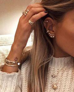 Rainbow resin flower stud earrings with marbled resin petals – colorful statement earrings, dainty earrings, acrylic, resin, flower earrings – Fine Jewelry Ideas – Beatriz Madail – Piercings Dainty Earrings, Flower Earrings, Crystal Earrings, Statement Earrings, Diamond Earrings, Stud Earrings, Flower Stud, Shell Earrings, Earrings Cool