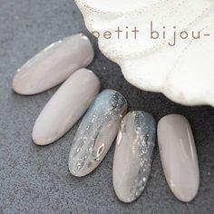 いいね!139件、コメント1件 ― ayumiさん(@petitbijou_nail)のInstagramアカウント: 「雨音 新作♡ 水を含んだ空気。 全ての色がくすむ世界。 窓をつたう水滴。 雨降りの日(*^^*) #作品 #新作 #ネイルアート #nailart #petitbijou_nail #雨…」