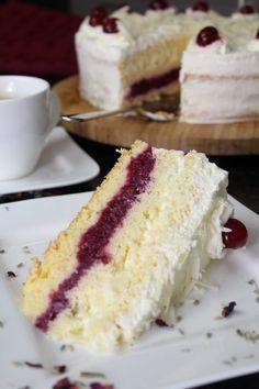 baking recipes Weiwlder Kirschtorte: sahniger Traum in Rot-Wei Best Cinnamon Rolls, French Crepes, Cherry Cake, Food Items, Rice Krispies, Vanilla Cake, Baking Recipes, Food And Drink, Sweets