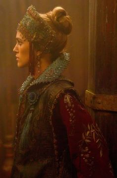 "Keira Knightley as Elizabeth Swann dans ""Pirates des Caraïbes"" Elisabeth Swan, Captain Jack Sparrow, Pirates Of The Caribbean, Caribbean Sea, Movie Costumes, Keira Knightley, Pirate Party, Cute Woman, Johnny Depp"