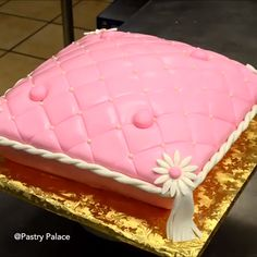 A pillow inspired cake is what your tummy needs? Credit: Pastry Palace A pillow inspired cake is what your tummy needs? Wilton Cake Decorating, Cake Decorating Techniques, Cake Decorating Tutorials, Cake Icing, Fondant Cakes, Cupcake Cakes, Cakes To Make, How To Make Cake, Fun Baking Recipes