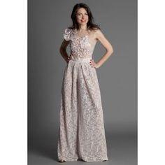 Salopeta din dantela, de seara, cu broderie si detaliu 3d pe umar. Perfecta pentru un eveniment deosebit. Culoari roz si bej. Prom Dresses, Formal Dresses, Jumpsuit, Elegant, Fashion, Embroidery, Dresses For Formal, Overalls, Classy