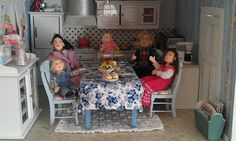 Perhe tyytyväisenä