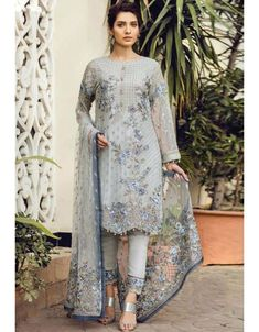This Exclusive Pakistani Suit Is An Ultimate Party Wear Collection With The Mesmerizing Colours Of Grey With The Artistic Embroidery, Leave No Stone Unturned And Be At Your Fashionable Best. Pakistani Party Wear Dresses, Designer Party Wear Dresses, Shadi Dresses, Pakistani Outfits, Indian Dresses, Indian Outfits, Gala Dresses, Emo Outfits, Chic Outfits