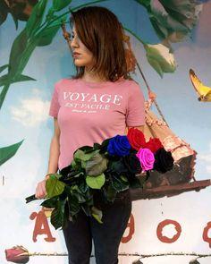 🥀 Roses on stem 🥀 ❤ Infinity Roses ❤ Beautiful Colours ❤  #preservedroses #foreverroses #lastsforever #roses #roseslover #lovethiscolor #fuchsia #blackrose #blue #redroses #instamoment #instalove #decoflowers #floristshop #thessaloniki #anthos_theartofflowers  Για περισσότερες πληροφορίες και διαθεσιμότητα προϊόντων στειλτε μας προσωπικό μήνυμα 💙 Forever Rose, Roses, Bags, Beautiful, Fashion, Handbags, Moda, Pink, Fashion Styles