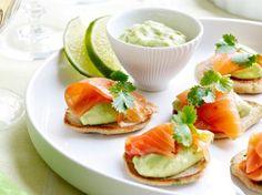 Kruidenblini's met #avocado en #zalm http://www.libelle-lekker.be/recepten/eten/11308/kruidenblinis-met-avocado-en-zalm