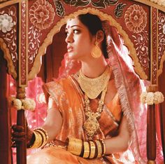 Tanishq captures these priceless moments of a Bihari bride in gold necklaces, rings, naths, earrings, tikkas. Gold bangles and cuff interspersed with red glass bangles.