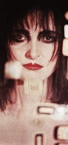 Period Make Up Siouxsie Sioux never met her Siouxsie Sioux, Siouxsie & The Banshees, 80s Goth, Punk Goth, Ice Queen, Dark Queen, Old Makeup, Riot Grrrl, Gothic Rock
