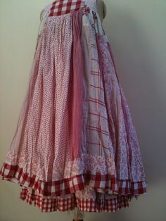 I'd love to use a skirt I have and totally revamp it. Nadir Positano, Boho Beautiful, Altered Couture, Mori Girl, Mode Inspiration, Boho Outfits, Refashion, Diy Clothes, Boho Chic