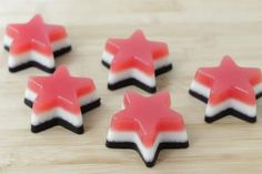Get ready to celebrate the of July with the kids with these patriotic red, white, and blue homemade gummies made from real fruit. Healthy Desserts For Kids, Healthy Toddler Meals, Kid Desserts, Holiday Desserts, Recipe For Gummy Candy, Easy Dinners For Kids, Homemade Gummies, Patriotic Desserts, Baby Food Recipes