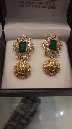 Gold Jhumka Earrings, Indian Jewelry Earrings, Jewelry Design Earrings, Gold Earrings Designs, Gold Rings Jewelry, Gold Jewellery Design, Gold Necklace, Moroccan Jewelry, Jewelry Model