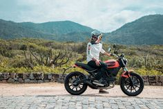 Ducati Scrambler Sixty2 > 399cc L-Cylinder with 41hp desmodromic and Air cooled